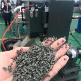 Die Plastikkörnchen aufbereiten, die Maschine herstellen