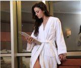 Accappatoio di bianco del cotone di alta qualità dell'hotel della stella