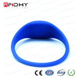 U codifica o Wristband azul do silicone de Gen2 RFID na forma do relógio