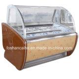 냉장고 또는 이탈리아 아이스크림 진열장을 담그는 Gelato