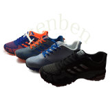 新しい到着の普及した人のスニーカーの靴