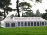 Grande tenda della chiesa di cerimonia nuziale di possibilità per l'organizzazione della chiesa