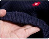 女性は首のプルオーバーのセーター5ggのニットウェアのあたりで作る