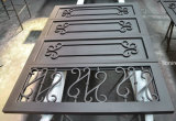 部門別の鋼鉄が付いている錬鉄のガレージのドア