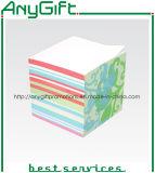 Bloque de papel con el logotipo personalizado con la caja
