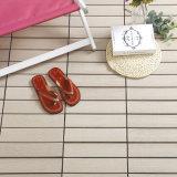 安く総合的なスペインのタイルの熱い販売の中国の工場のボートによってキャップされる合成の木製のDeckingの物質的な床のマット