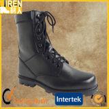 Os homens de couro preto de boa qualidade militar botas