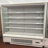 Ouvrir le réfrigérateur de supermarché d'étalage pour la boisson