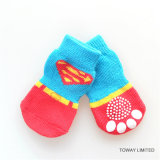 Kundenspezifisches Entwurfs-Supermann-Haustier, das rutschfeste Hundesocken strickt