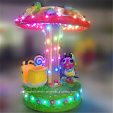 Petit carrousel de vis sans fin avec des éclairages LED autour des jeux de gosses