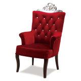 椅子を食事するバーガンディの赤く上品なレストラン