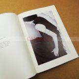 꿰매는 행이는 잡지 책 카탈로그 인쇄