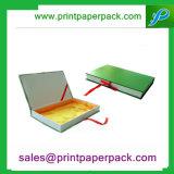 Бумажная упаковывая коробка с вставками тесемки и салфетки