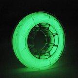 Incandescenza di PLA nel verde luminoso del filamento di stampa di colore scuro 3D