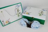 袋が付いている木箱を包む中国の緑茶