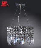 Hängendes Licht mit Kristalldekoration