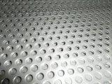 3mmの穴によって電流を通される穴があいた金属の網