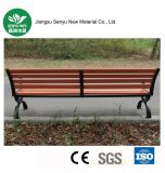 WPCの赤い木製の屋外のベンチ
