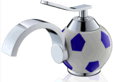 Fußball-Entwurfs-weißer und blauer Farben-Bassin-Wasser-Hahn