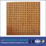 Utiliza de cine en casa de madera perforada panel acústico