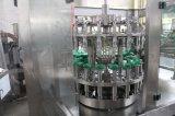 L'eau automatique de boisson gazeuse de l'embouteillage de la machine avec l'enrubannage