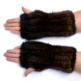 パターンまたは女性パテント・レザーの手袋を編む子供のミトン