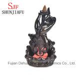 Queimador de incenso cerâmico do fumo de Ganesh que senta-se no estágio dos lótus