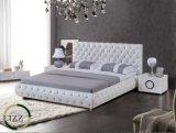 寝具が付いている高品質のチェスターフィールドの革ベッド