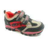 Chaussures neuves d'enfants, chaussures extérieures, chaussures de sport, chaussures de bébé