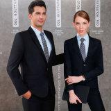 OEMの標準的な格子縞の方法によって点検される人のスーツ