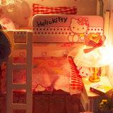 Brinquedo cor-de-rosa de madeira da casa de boneca para miúdos