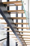 Escalera de madera con diseño simple del pasamano de cristal