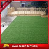 Mini alfombra artificial verde de mirada natural al aire libre de la hierba del golf que ajardina 25m m