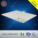 非常に普及した純粋で白く平らなPVC天井
