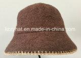 女性のためのEmbroideriedの端が付いているウールの編まれたバケツの帽子