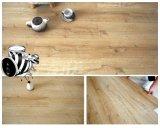 Plancher desserré en bois de vinyle de configuration de salle de bains antidérapante