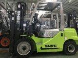 Цена грузоподъемника двигателя Мицубиси 3 тонны с твердой покрышкой