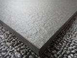 黒いカラーマットの表面の磁器の床タイル