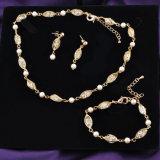 方法デザインドバイの金の水晶および真珠の網の宝石類セット