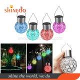 La pendaison de plein air colorés décoratifs LED solaire crépitement globe de verre en forme de boule de feu de jardin