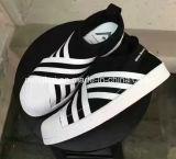 El patín corriente del estilo de la manera del deporte calza las zapatillas de deporte