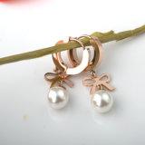 女の子の流行の宝石類のステンレス鋼のローズの金の真珠のスタッドのイヤリング