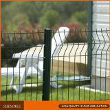 Triángulo que dobla la cerca revestida del hierro del jardín del metal del PVC