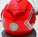 ヘルメットのオートバイの上の新しい合成フリップ