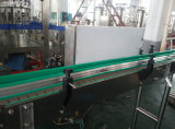 Trois dans une machine recouvrante remplissante de l'eau pour la bouteille en plastique