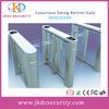 Porta projetada nova do corredor com barreira do balanço