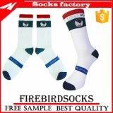 Kundenspezifischer komprimierender Großhandelssport für Männer und Frauen-Socken