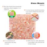 Mosaico rojo iridiscente del vidrio manchado para la decoración de la pared