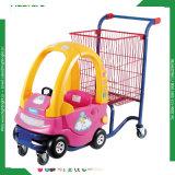 Carrello di acquisto dei capretti con il passeggiatore di plastica del bambino