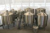 La linea di produzione della birra ha alto livello di automazione/micro strumentazione di fermentazione
